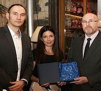 Az Én Légitársaságom 2017 díjátadó - Horváth Balázs a Weco-Traveltől és Fináczy Dóra a Travelótól átadja az El Al israel Airlines képviselőjének, Váradi Jánosnak a fődíjat