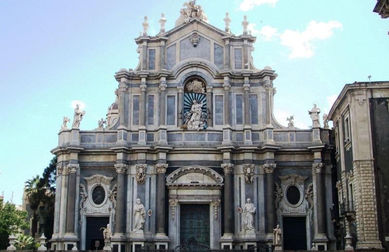 Az elsősorban barokk stílusban épült műemlék, a Szent Ágota Székesegyház
