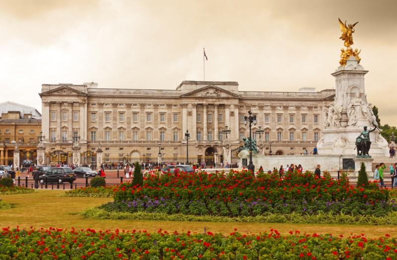 A brit uralkodó palotája London belvárosában