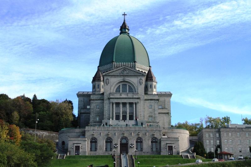 A Parc du Mont-Royal zöldövezetben található Szent József katedrális.