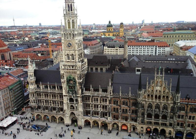 München belvárosának központi tere, a Marienplatz