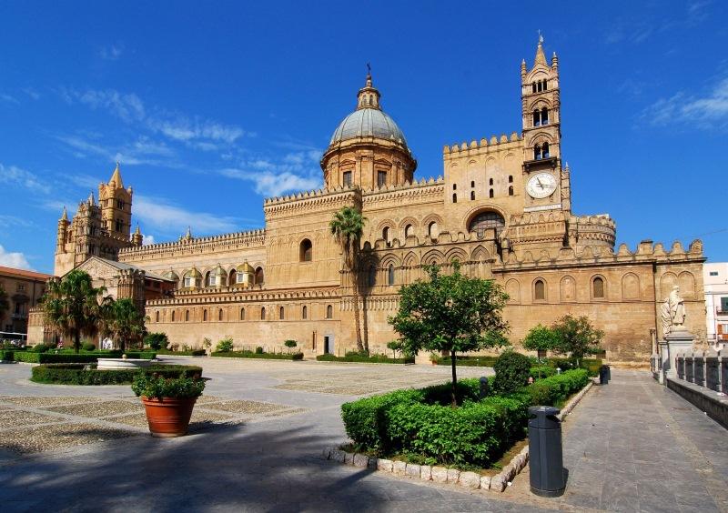 A 12. században élült palermói székesegyház.