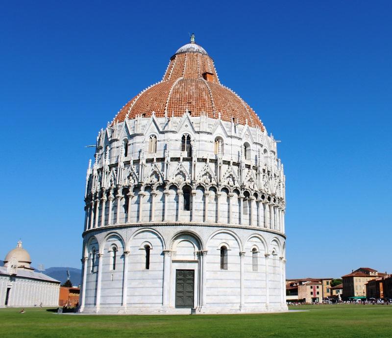 Keresztelőkápolna a Piazza del Duomo-n