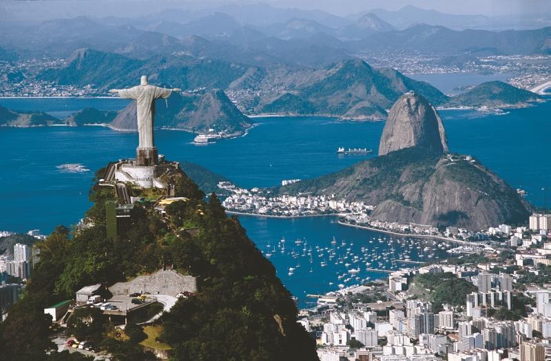 Kilátás a Megváltó Krisztus szobor mögött a Corcovado-hegyen
