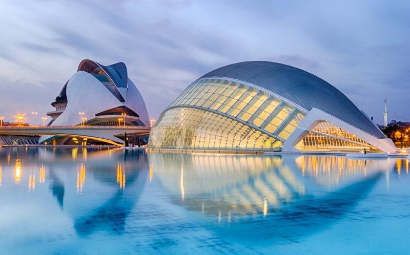 350 ezer négyzetkilométeren elterülő kulturális- és szabadidőközpont, a Művészetek és Tudományok városa
