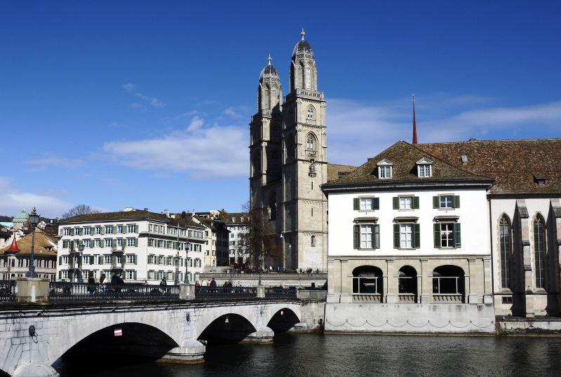 A Nagykatedrális, melynek kettős tornya Zürich jelképe
