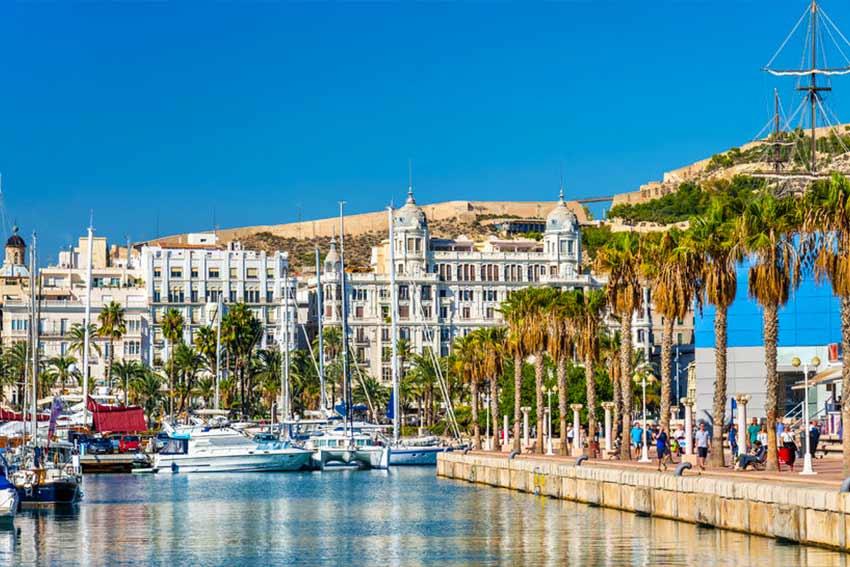 Tengerparti sétány Alicante városában