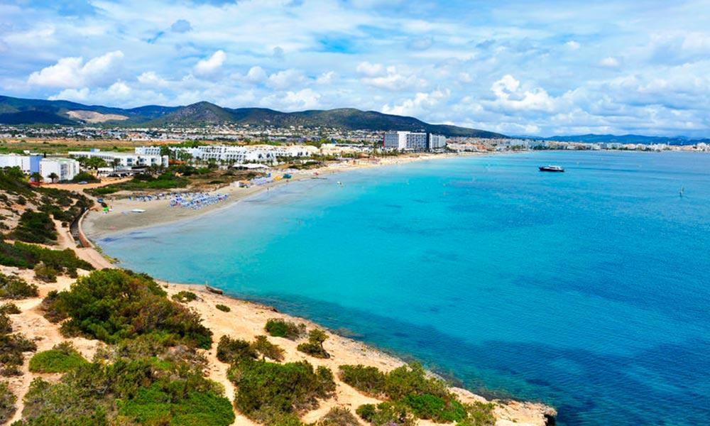 Playa den Bossa, Ibiza egyik legnépszerűbb strandja - repjegy.hu