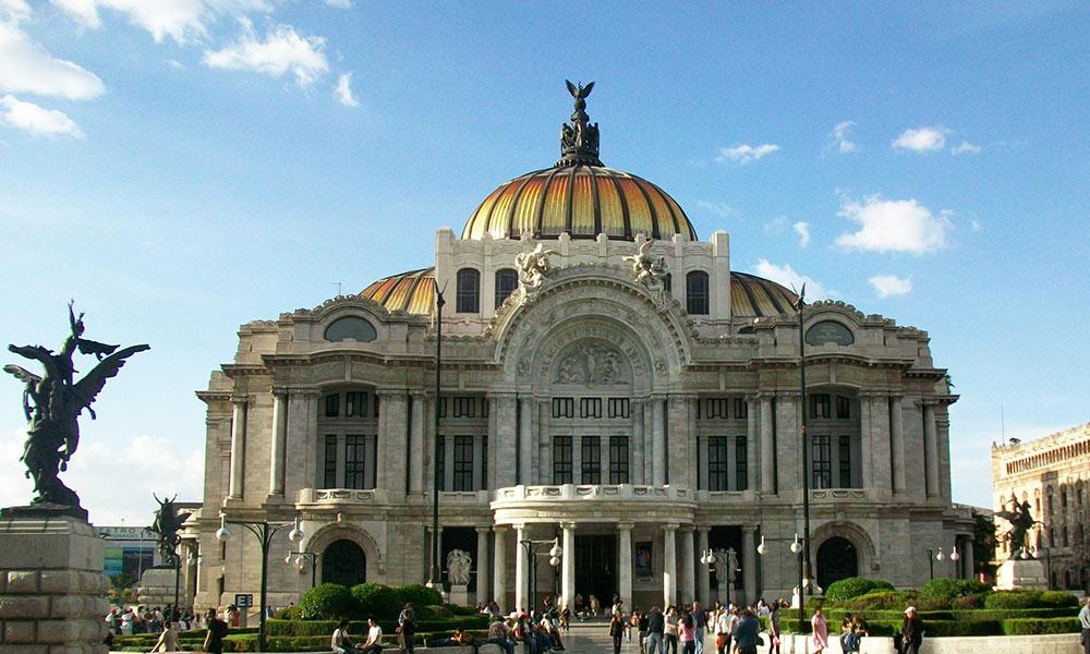 Mexikóváros legjelentősebb kulturális központja a Palacio de Bellas Artes