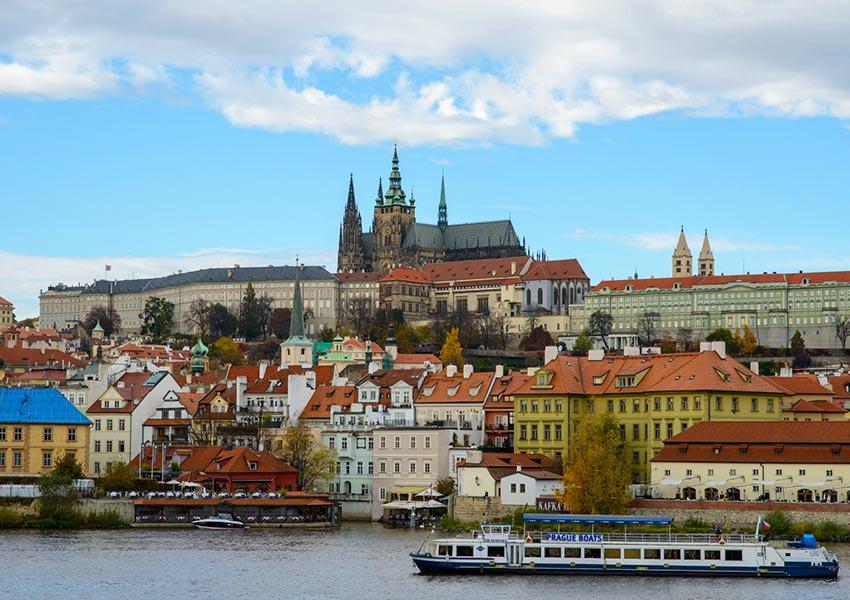 Prága, a száztornyú város