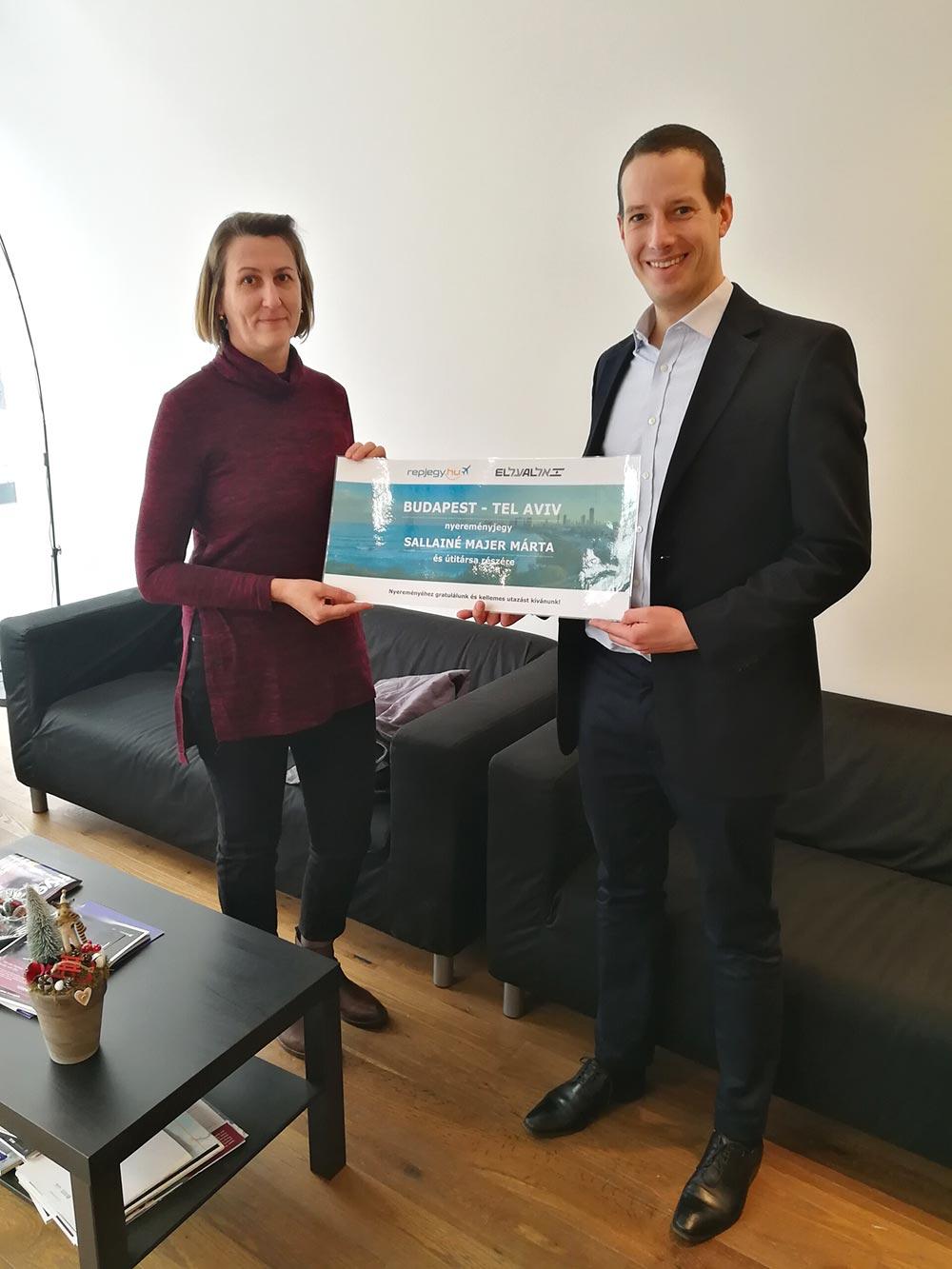 A repjegy.hu és az El Al Israel Airlines közös nyereményjátékának nyertese átvette nyereményét